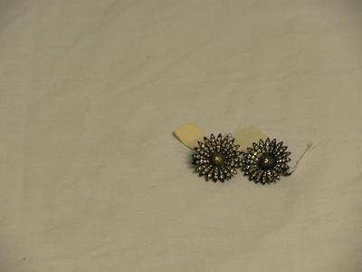 Pins, Flower-shaped