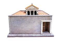 Model, Greek House