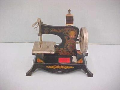 Toy Electric Sewing Machine, Lindstrom's Little Miss